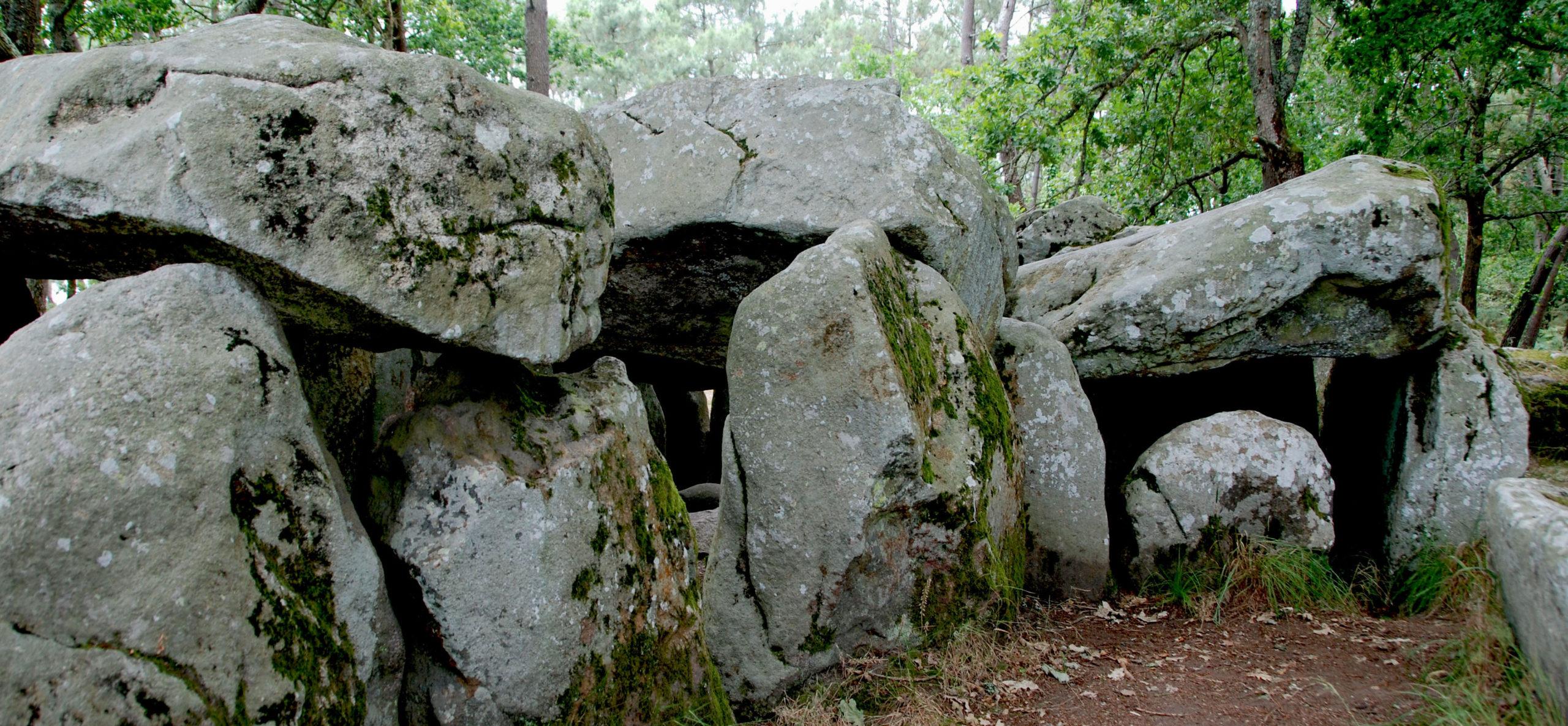 Menhirs, dolmen, alignements